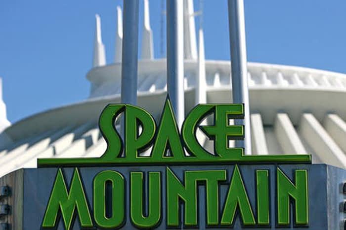 Space Mountain do Magic Kingdom completa 40 anos