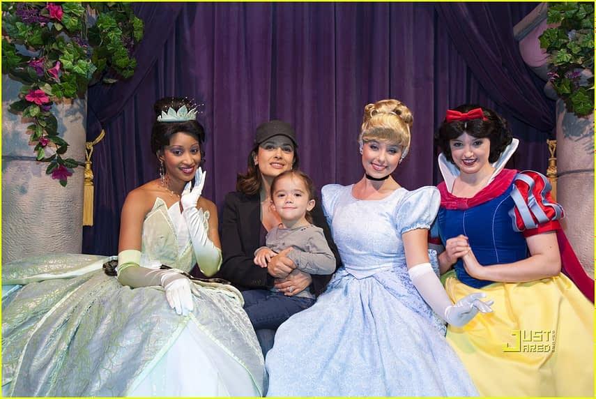 Salma Hayek com as princesas da Disney