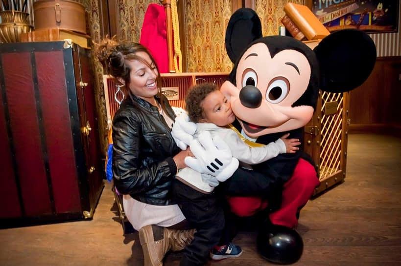 Tirando foto com o Mickey